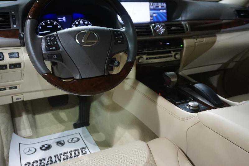 Lexus' interior