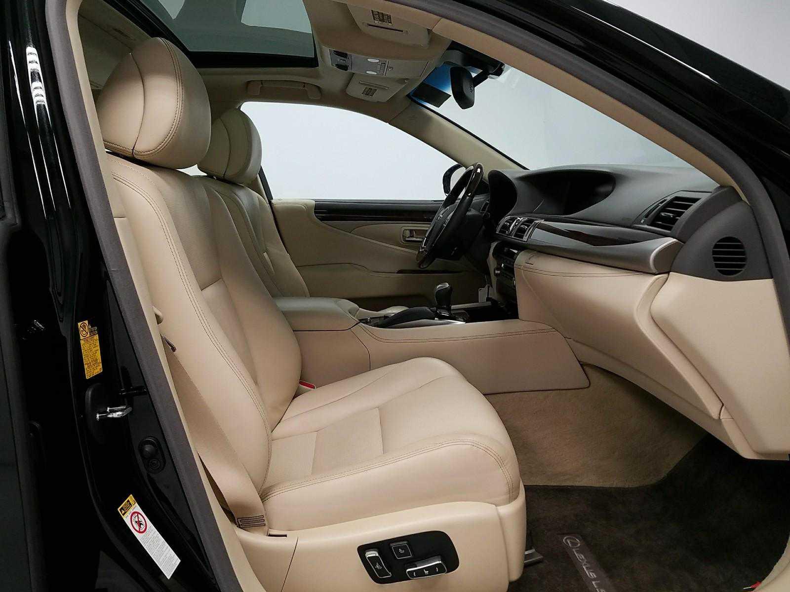 Lexus' front seats