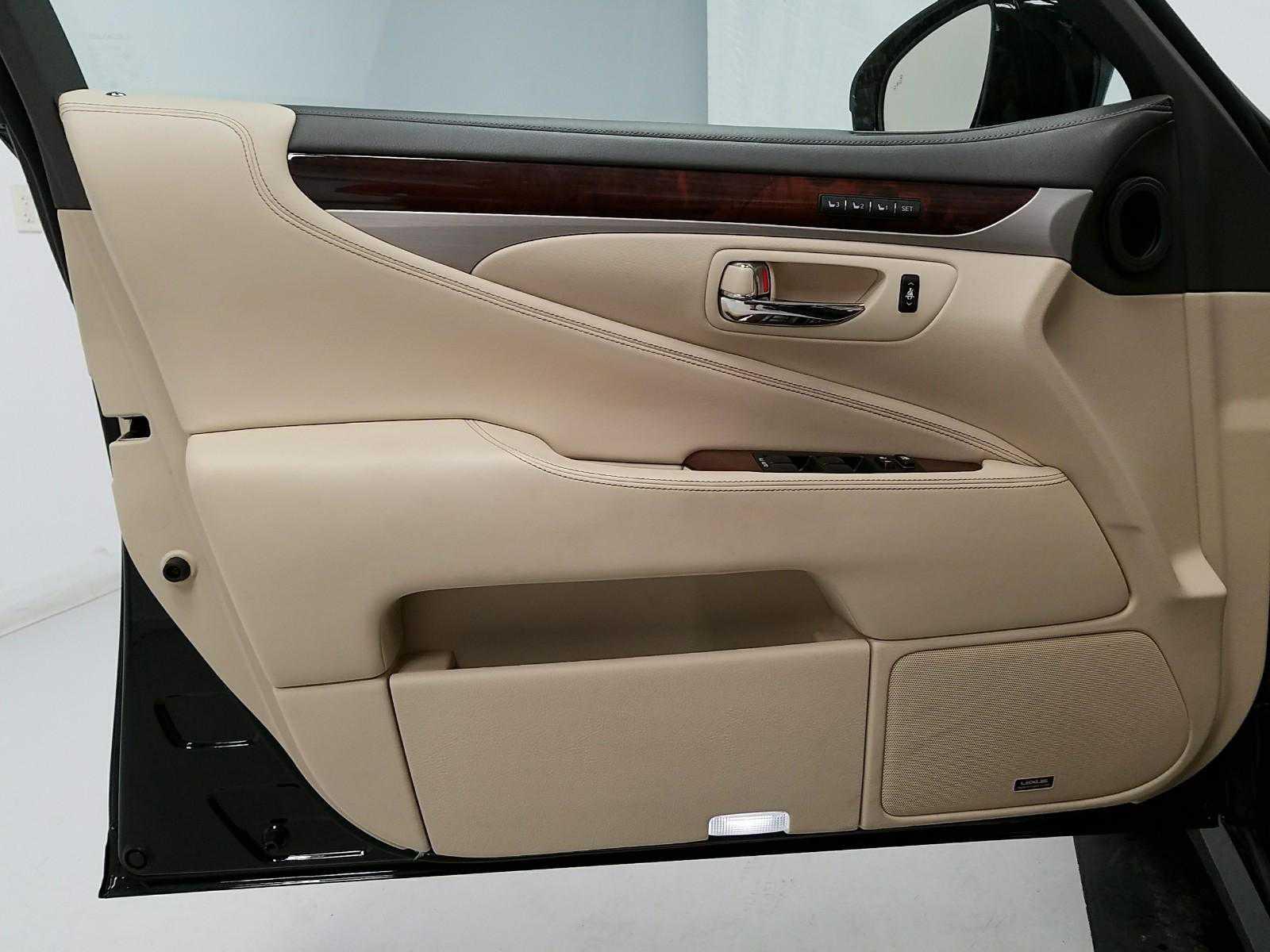 Lexus' driver's door